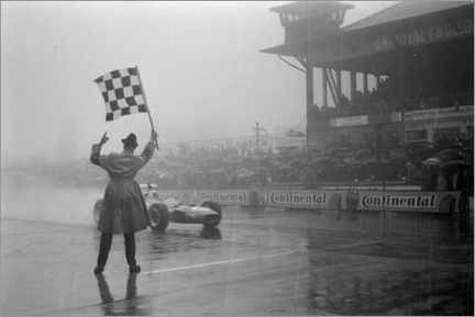 Stampa su tela  Jackie Stewart, chequered flag for victory at German GP 1968
