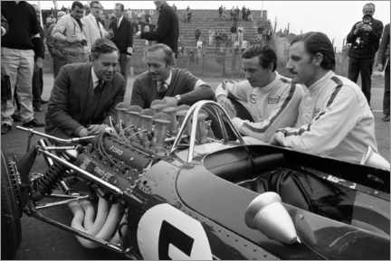 Poster Premium  Keith Duckworth, Colin Chapman, Jim Clark and Graham Hill, Lotus 49 Ford 1967