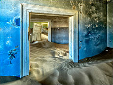 Stampa su plexi-alluminio  Sand in the premises of an abandoned house - Robert Postma