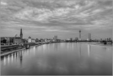 Adesivo murale  Düsseldorf skyline in the evening in black and white - Michael Valjak