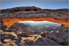 Poster Premium sunrise at Mesa Arch in Canyonlands National Park, Island in the Sky, Moab, Utah, USA, North America