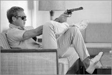 Stampa su alluminio  Steve McQueen con Revolver - Celebrity Collection