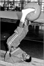 Adesivo murale  Joe Frazier during training with a medicine ball