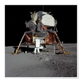 Poster Premium  An Apollo 11 astronaut before the Lunar Module