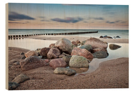 Stampa su legno  Stones and groynes on shore of the Baltic Sea. - Rico Ködder