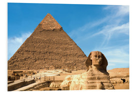 Miva Stock - The Sphinx sits before the Great Pyramid of Khufu