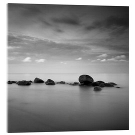 Stampa su vetro acrilico  Stones on the sea beach - black and white - Frank Herrmann