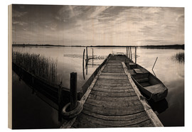 Stampa su legno  Wooden pier on lake with fishing boat - black and white - Frank Herrmann