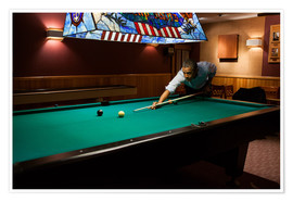 Poster Premium  President Barack Obama plays a game of pool