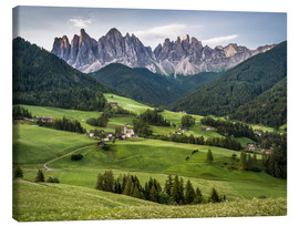 Stampa su tela  View over Funes in the Dolomites - Andreas Wonisch