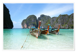 Poster Premium  Long tail boats at Maya bay beach, Phi Phi island, Thailand - Matteo Colombo