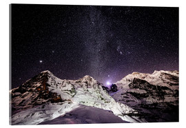 Stampa su vetro acrilico  Eiger, Monch and Jungfrau mountain peaks at night - Peter Wey