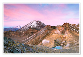 Poster Premium  Awesome sunrise on Mount Ngauruhoe and red crater, Tongariro crossing, New Zealand - Matteo Colombo