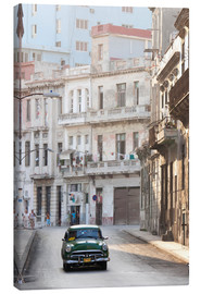Stampa su tela  Taxi driving in Havana - Lee Frost