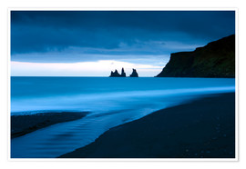 Poster Premium  Twilight view towards rock stacks at Reynisdrangar off the coast at Vik, South Iceland, Iceland, Pol - Lee Frost
