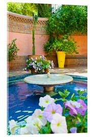Stampa su vetro acrilico  Fountain and flowers in the Majorelle Gardens (Gardens of Yves Saint-Laurent), Marrakech, Morocco, N - Matthew Williams-Ellis