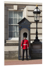 Stampa su schiuma dura  Grenadier Guardsman outside Buckingham Palace, London, England, United Kingdom, Europe - Stuart Black