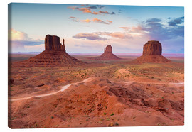 Stampa su tela  Monument Valley at dusk - Chris Hepburn