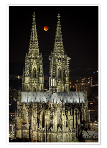 Poster Premium Blood moon shines over Cologne Cathedral