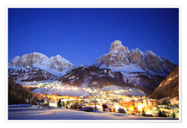 Poster Premium  Corvara in Badia at night under mountain peak (Sassongher), Sudtirol, Italy - Matteo Colombo