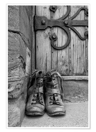 Poster Premium  Worn boots before a door - John Short