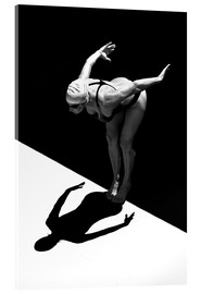 Stampa su vetro acrilico  A woman jumps into the water I - Ben Welsh