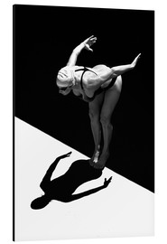 Alluminio Dibond  A woman jumps into the water I - Ben Welsh