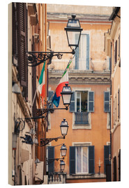Stampa su legno  Street in the centre of old town with italian flags, Rome, Italy - Matteo Colombo