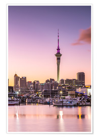 Poster Premium  Skyline of Auckland city and harbour at sunrise, New Zealand - Matteo Colombo