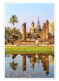 Poster Premium  Wat Mahathat buddhist temple reflected in pond, Sukhothai, Thailand - Matteo Colombo