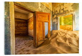 Stampa su vetro acrilico  Sand in the premises of an abandoned house - Robert Postma