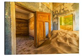 Stampa su alluminio  Sand in the premises of an abandoned house - Robert Postma