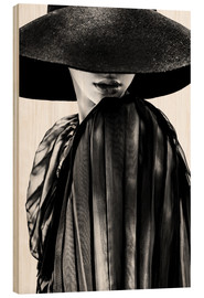 Legno  woman with black hat