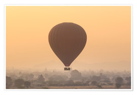 Poster Premium  Hot air balloon over temples of Bagan, Myanmar