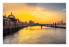 Hamburg - historic fish market at dawn