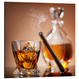 Stampa su alluminio  Cigar on glass of whiskey with ice cubes