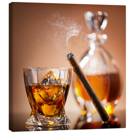 Stampa su tela  Cigar on glass of whiskey with ice cubes