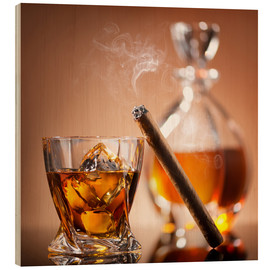 Legno  Cigar on glass of whiskey with ice cubes
