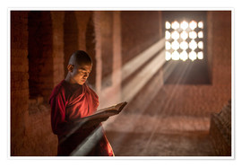 Poster Premium  Buddhist monk in a monastery in Burma - Jan Christopher Becke