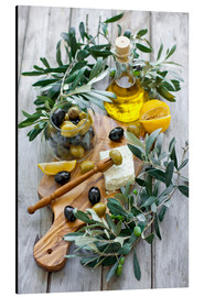 Stampa su alluminio  Green and black olives with bottle of olive oil