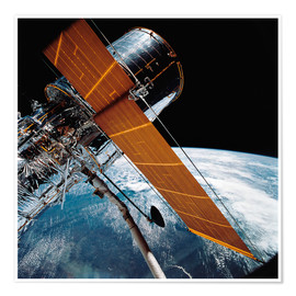 Poster Premium  The Hubble Space Telescope backdropped by planet Earth.