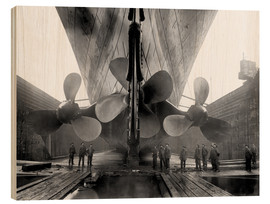 Legno  Shipyard workers with the Titanic - John Parrot