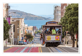 Poster Premium  Cable car on a hill in the streets of San Francisco, California, USA - Matteo Colombo