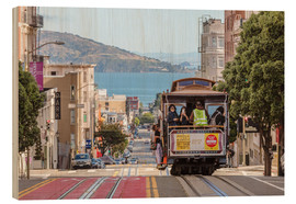 Stampa su legno  Cable car on a hill in the streets of San Francisco, California, USA - Matteo Colombo