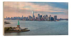 Stampa su legno  New York skyline with Statue of Liberty - Matteo Colombo