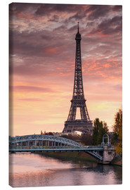 Stampa su tela  River Seine and Eiffel tower at sunrise, Paris, France - Matteo Colombo