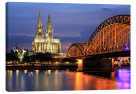 Stampa su tela  Cologne Cathedral and Hohenzollern Bridge at night - Oliver Henze