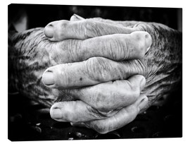 Tela  Hands of an old man