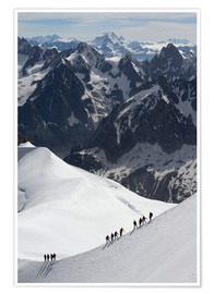 Poster Premium  Mountaineers and climbers hiking on a snowy ridge, Aiguille du Midi, Mont Blanc Massif, Chamonix, Ha - Peter Richardson