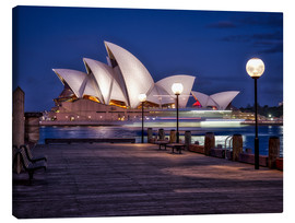 Tela  A boat passes by the Sydney Opera House, UNESCO World Heritage Site, during blue hour, Sydney, New S - Jim Nix